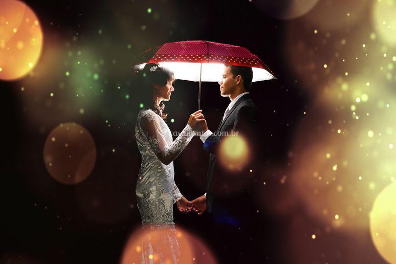 Casal no guarda chuva