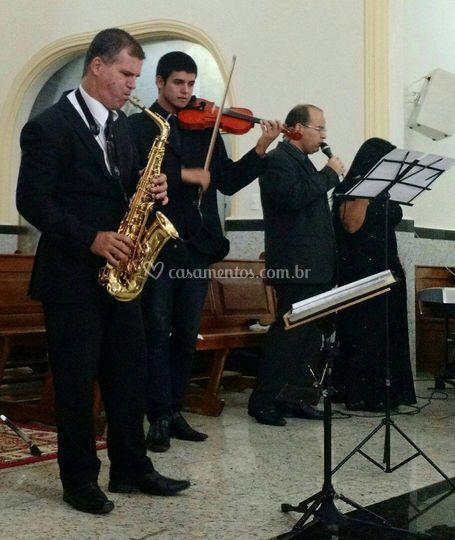Piano voz violino sax