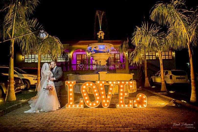 LOVE luminoso