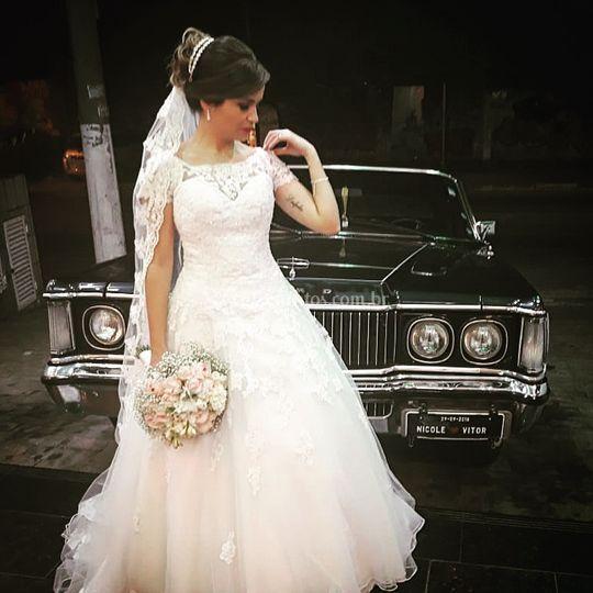 Noiva na frente do Landau