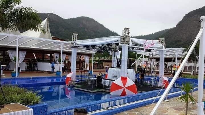 Estrutura em piscina