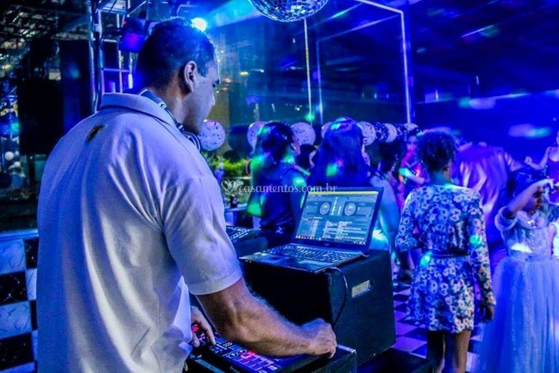 DJ Henrique