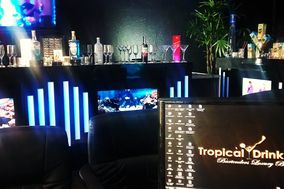Tropical Drinks Luxury Bars