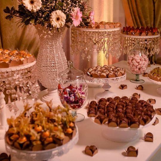 Montagem mesa de doces