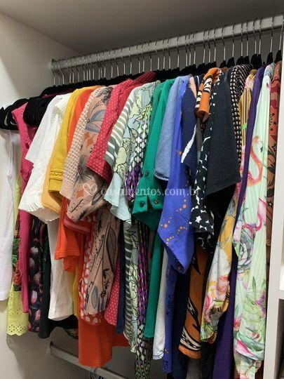 Suas roupas organizadas