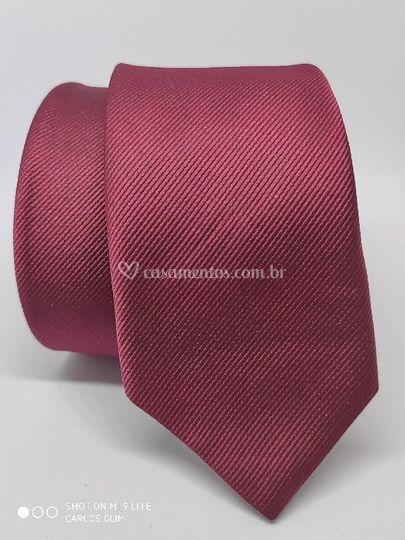 Gravata marsala diagonal