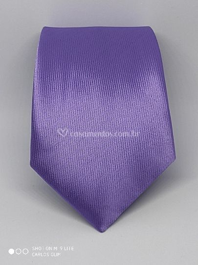 Gravata lilás sútil