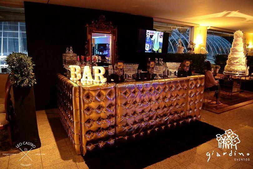 Hot Show Bar