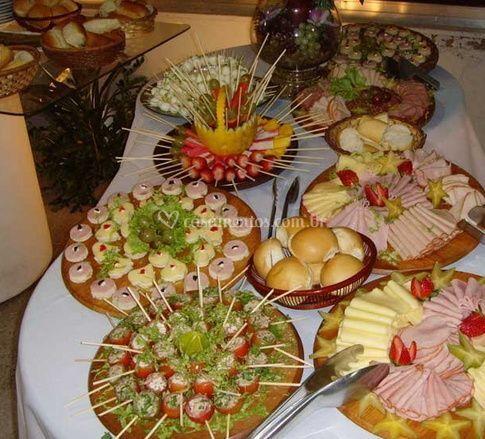Mesa de frios de vitorino s buffet fotos for Canapes para o natal