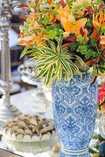 Decoração com flores tropicais