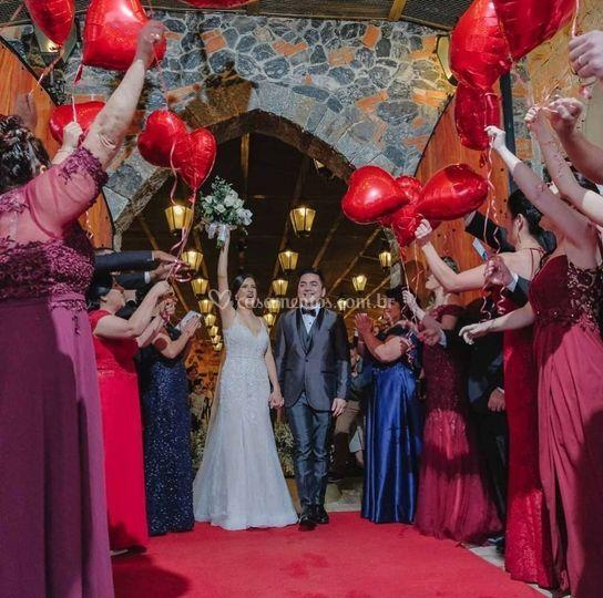 Saída dos noivos do cerimonial