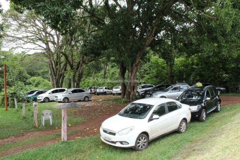 Estacionamento amplo