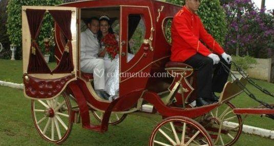 Os noivos na caruagem