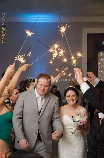 A entrada dos noivos no salão