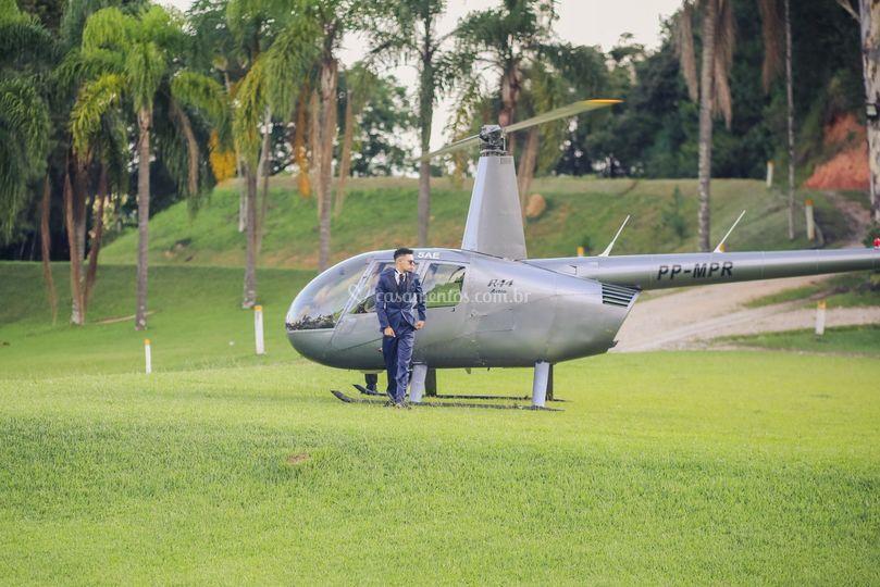 Noivo chegando de Helicóptero