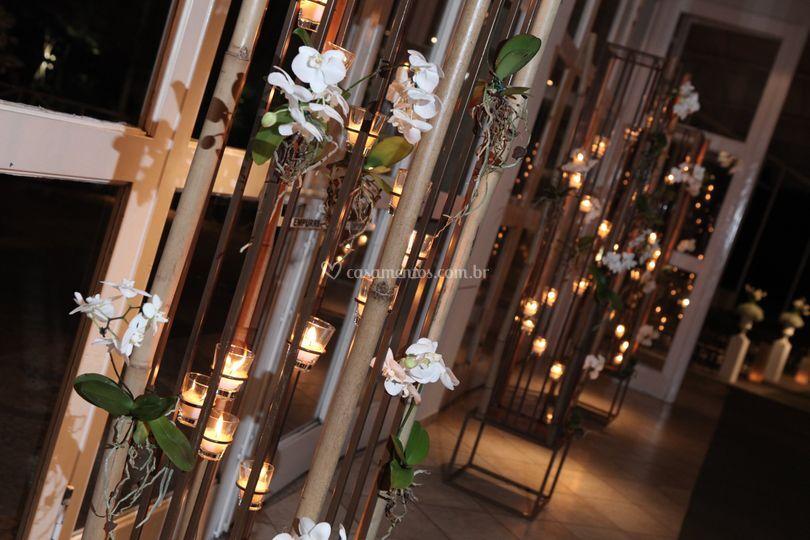 Tótens com orquídeas
