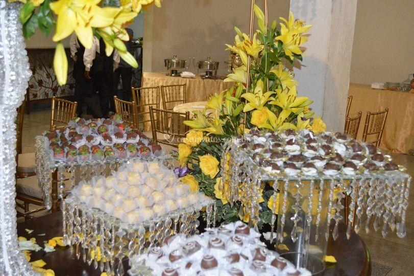 Decoração flores e doces