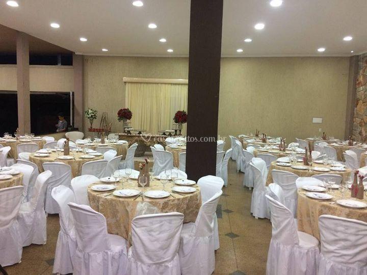 Ambiente com 20 mesas