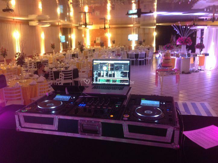 Mesa DJ
