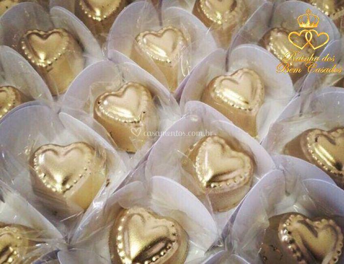 Coração dourado de morango