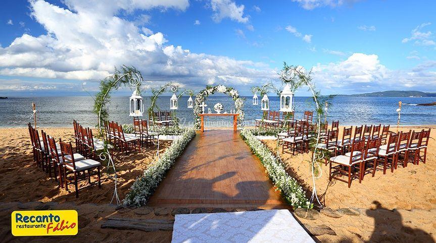 Cerimônia na praia de Restaurante Recanto da Sereia