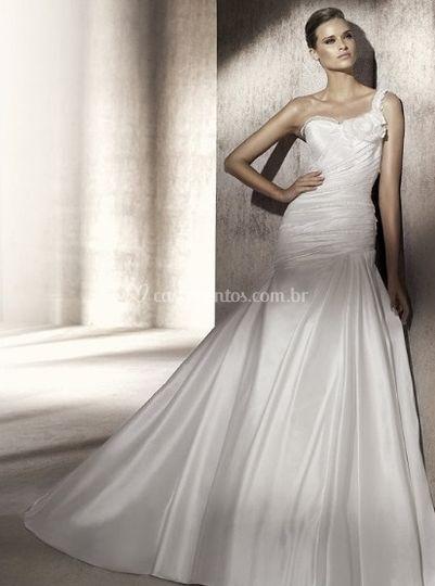 Vestido de Noiva com detalhe no ombro