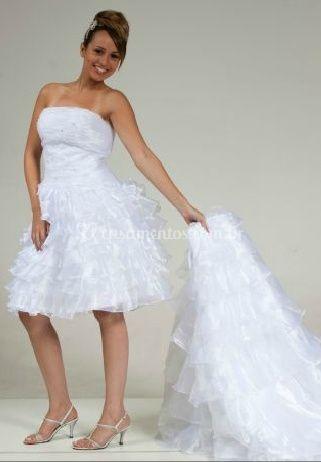 Vestido de noiva com versão curta