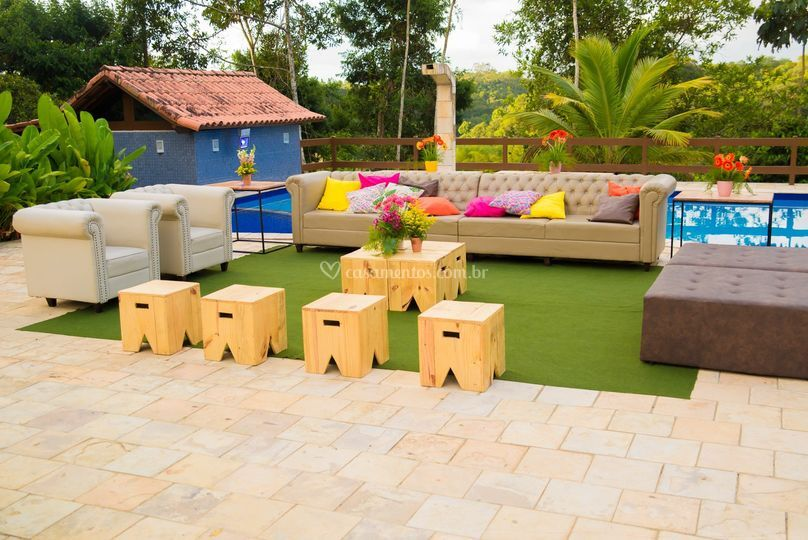 Lounge no deck da piscina