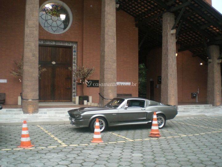 Mustang na Catedral Anglicana
