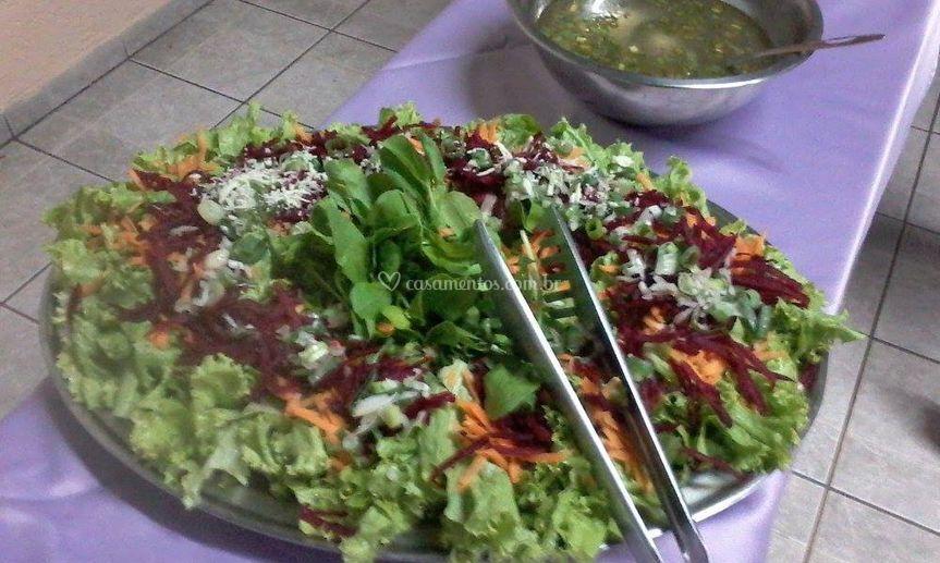 Saladas frescas e variadas