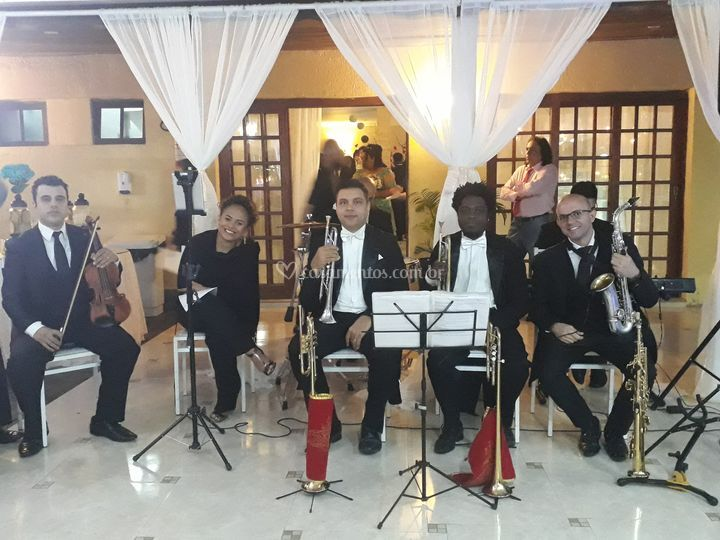 Equipe de 7 músicos