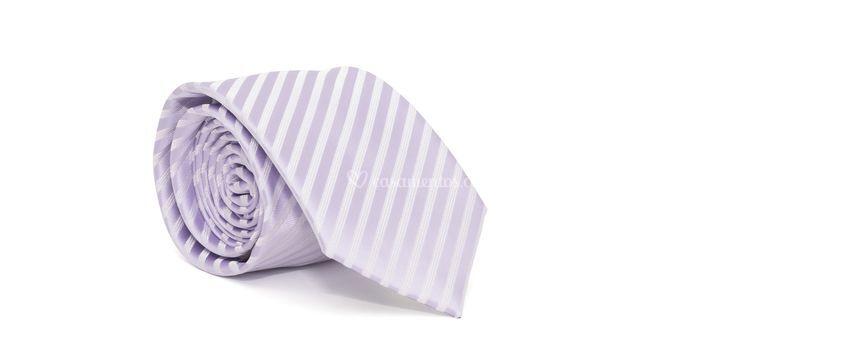 Gravata cerimonial com desenho listrado em poliester roxa textura medium g1