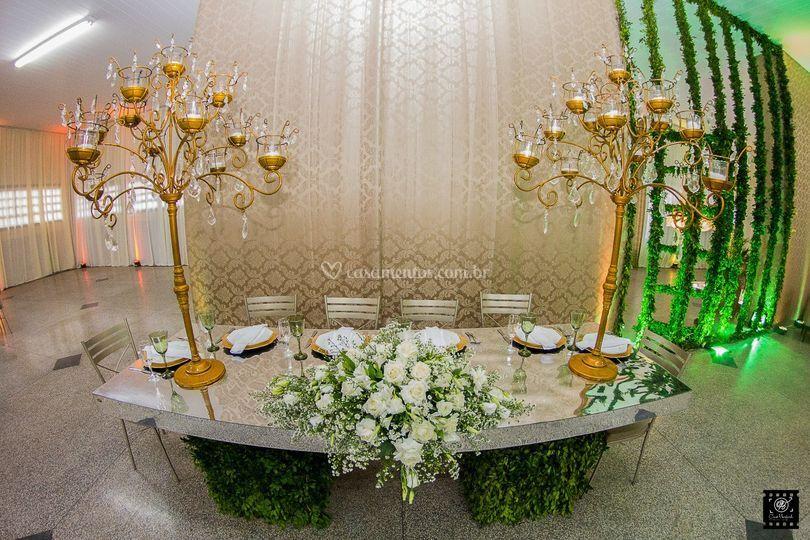 Mesa para os noivos espelhada
