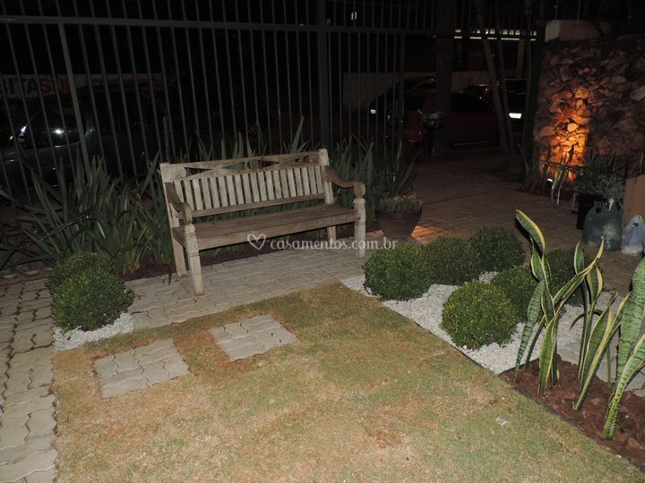 Jardim na frente da casa