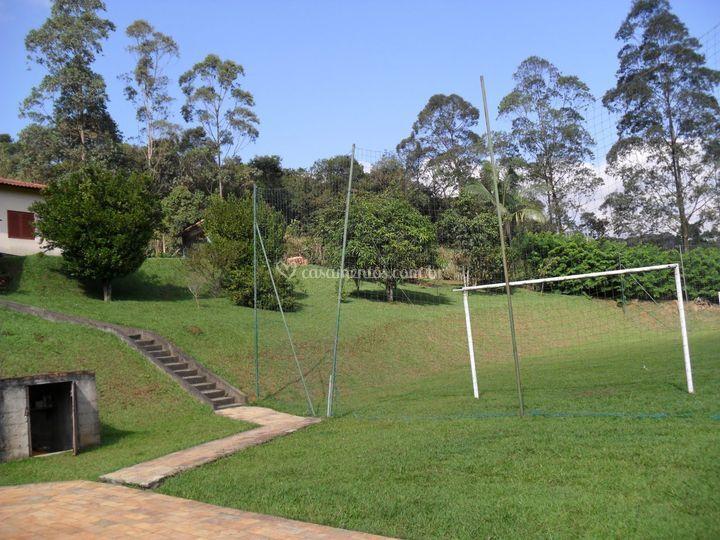 Campo vista da piscina
