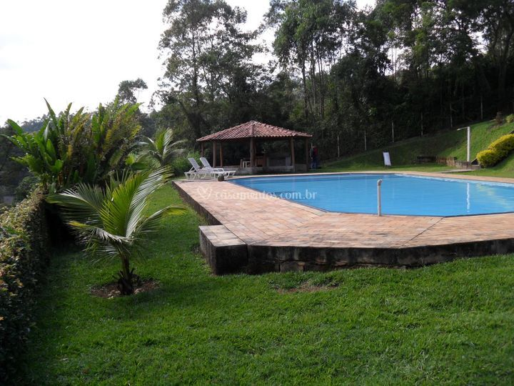 Piscina vista do campo