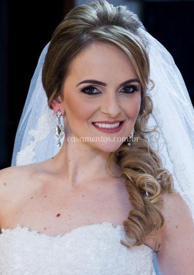 Penteado e maquiagem da noiva
