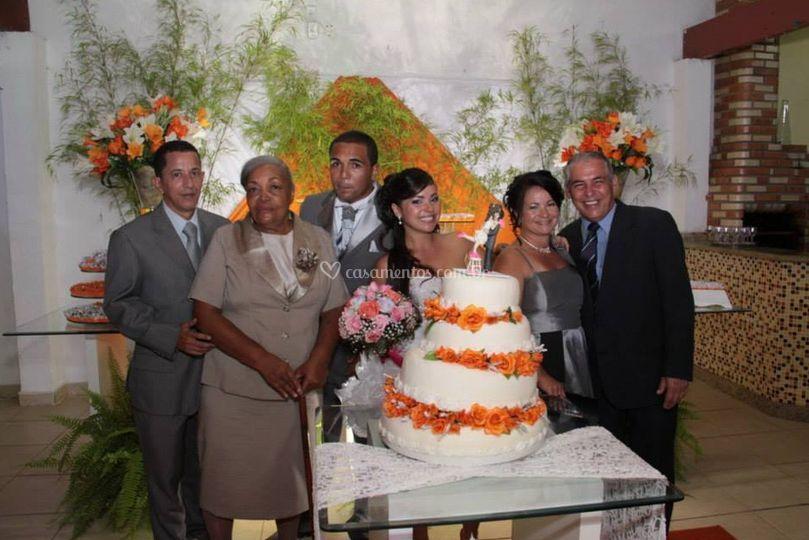 Bolo de casamento e família