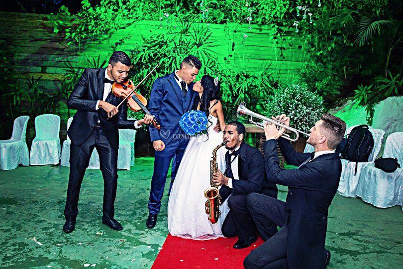 Sax, violino e trompetes