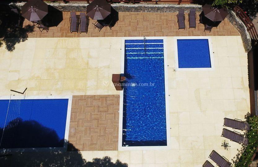 Foto aérea das piscinas