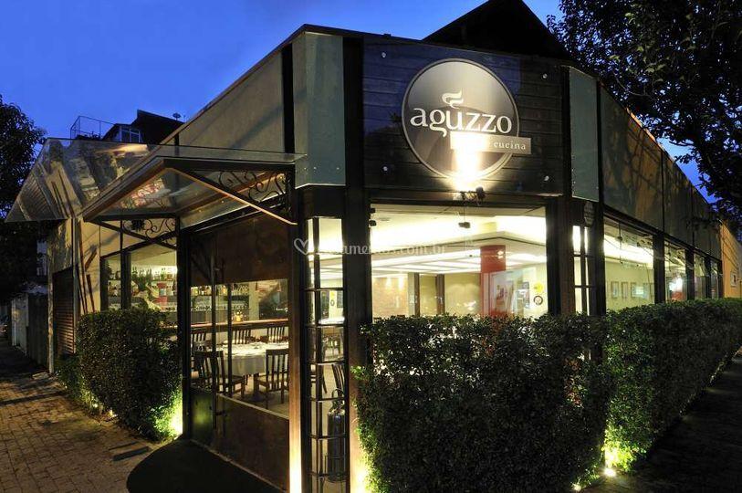 Restaurante aguzzo for Fachada para restaurante