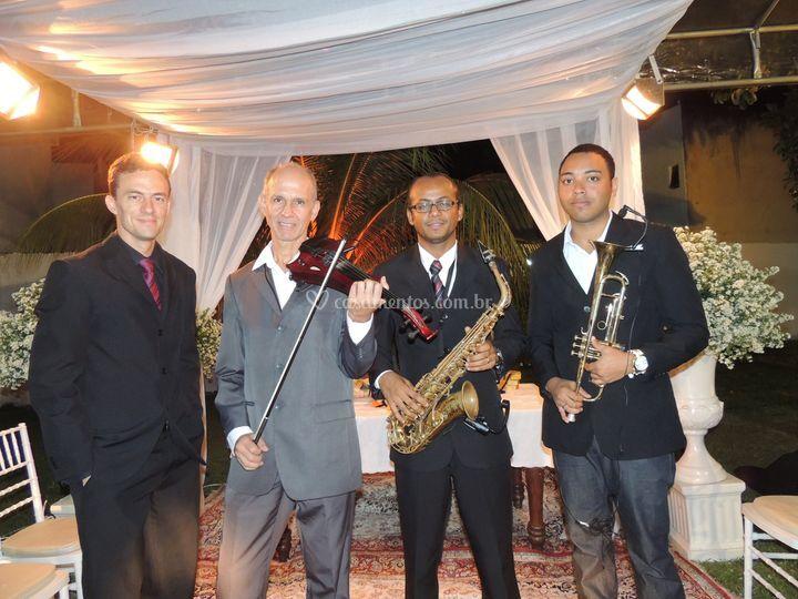 Teclado, violino, sax e trompete