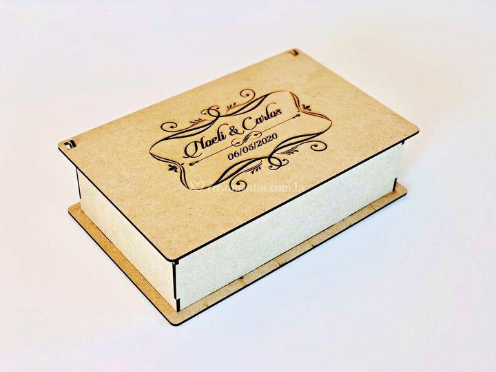 Caixa com monograma gravado