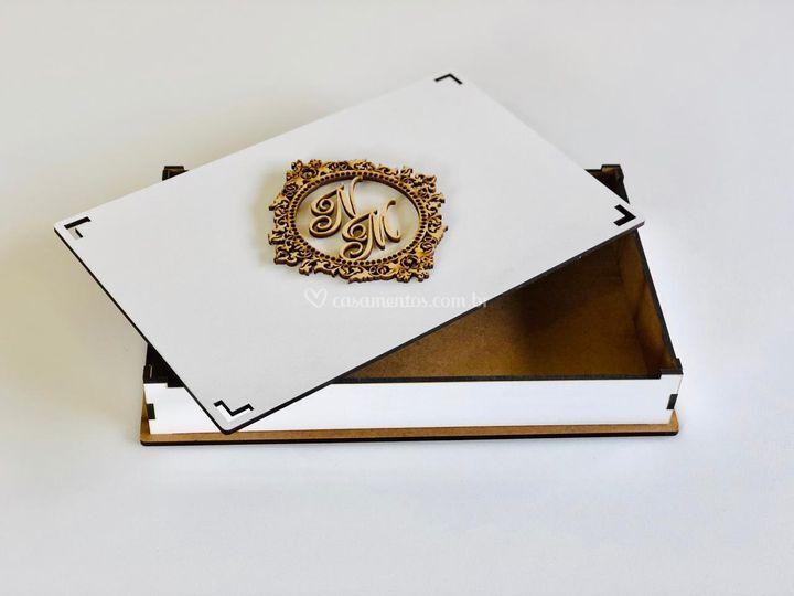 Caixa branca brasão