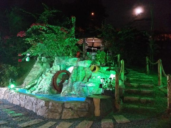 Cascata à noite