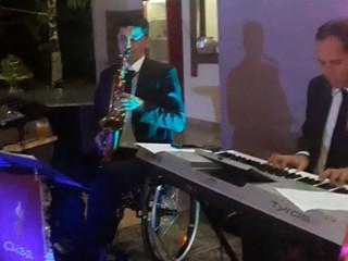 Saxofone, teclado e violino
