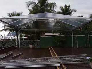 Montagem de Tendas Transparentes no Coconut´s Maresias Hotel