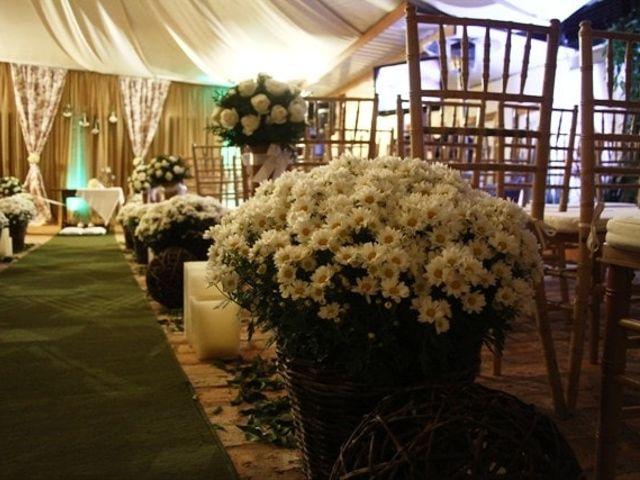 Decore seu casamento com letras feitas com flores