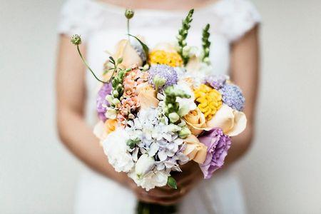 O formato do seu buqu� perfeito para o vestido de noiva