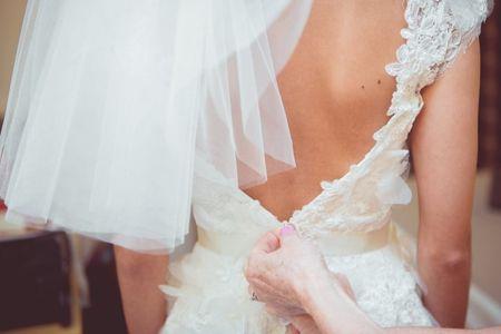 Vestido de noiva com a boa e velha costureira